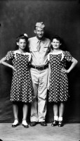 http://www.bernalespacio.com/files/gimgs/th-47_Mike Disfarmer Soldier with Two Girls in Polka Dot Dresses, 1940s.jpg