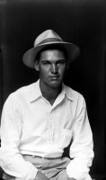 http://www.bernalespacio.com/files/gimgs/th-47_Mike Disfarmer Young Man in Hat and White Shirt, 1939-46.jpg