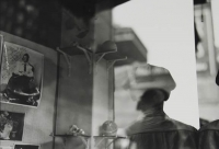 http://www.bernalespacio.com/files/gimgs/th-57_Saul Leiter Toy Shop 1950`s.jpg